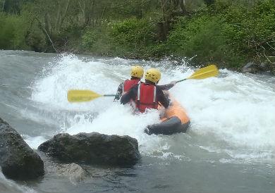 canoraft pays basque eaux vives faire du canoraft en rivière au pays basque