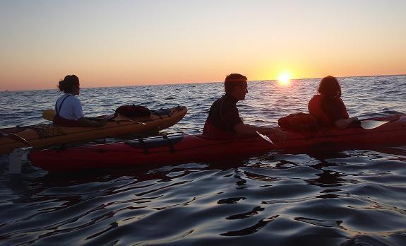 kayak de mer coucher de soleil pays basque