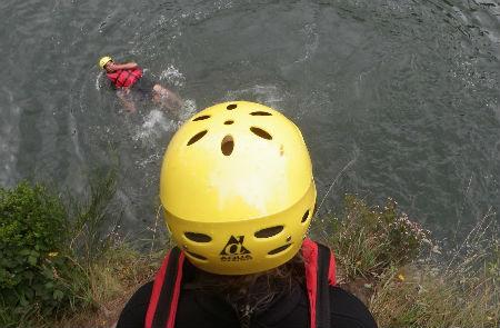 rafting pays basque faire du raft au pays basque sur la nive activité eaux vives